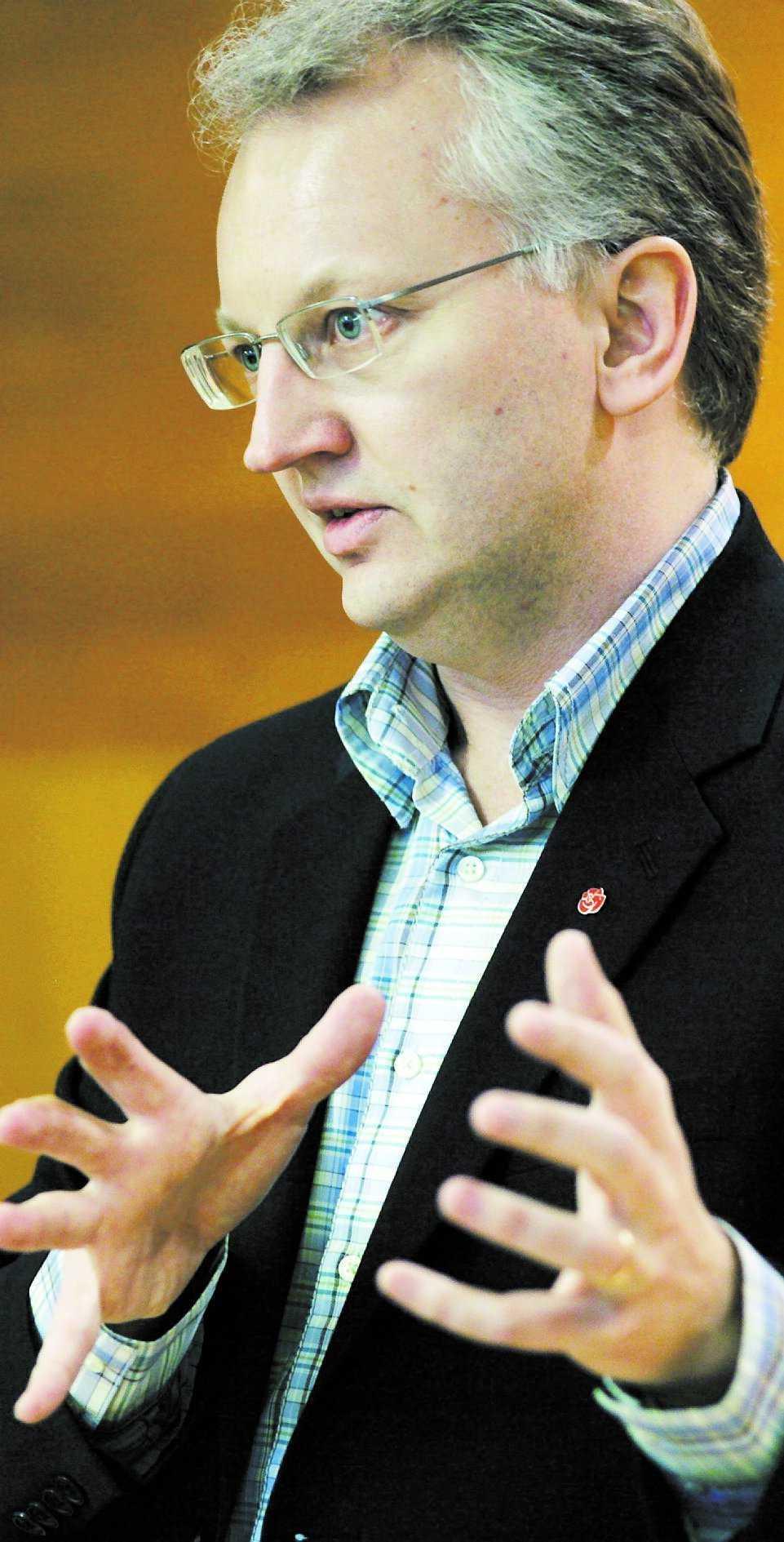 NUDERS ANGREPP Några av Pär Nuders angrepp på partikamraterna. Urban Ahlin, utrikespolitisk talesman för socialdemokraterna, anser att Nuders bok skadar partiet.