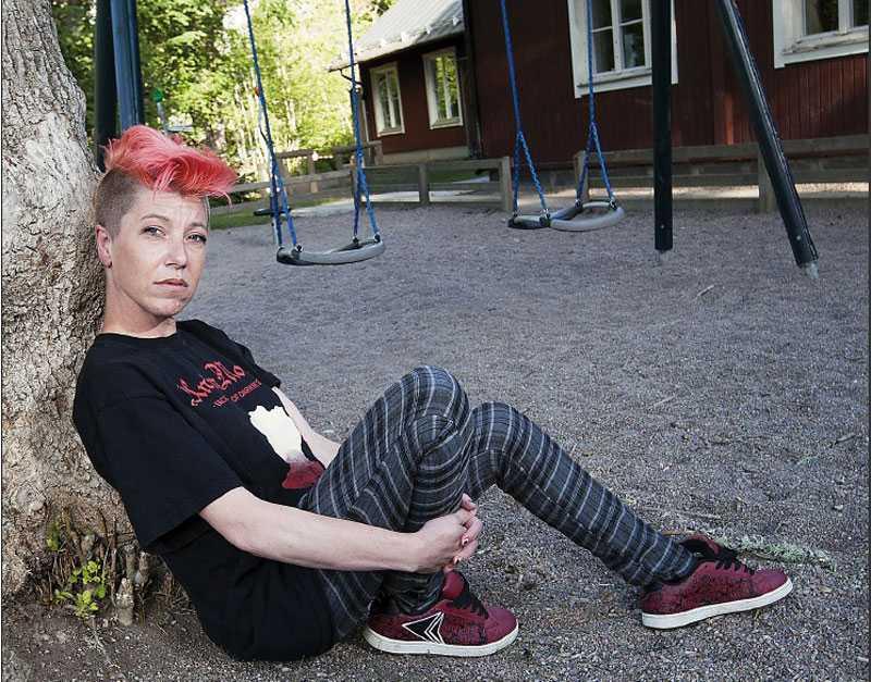 """Jessika Möller skickades till psykolog när hon blev mobbad. När hennes son började skolan blev han mobbad. När hon och hennes man tog kontakt med rektorns blev svaret: """"Vi har ingen mobbning, vi har Friends på den här skolan."""""""