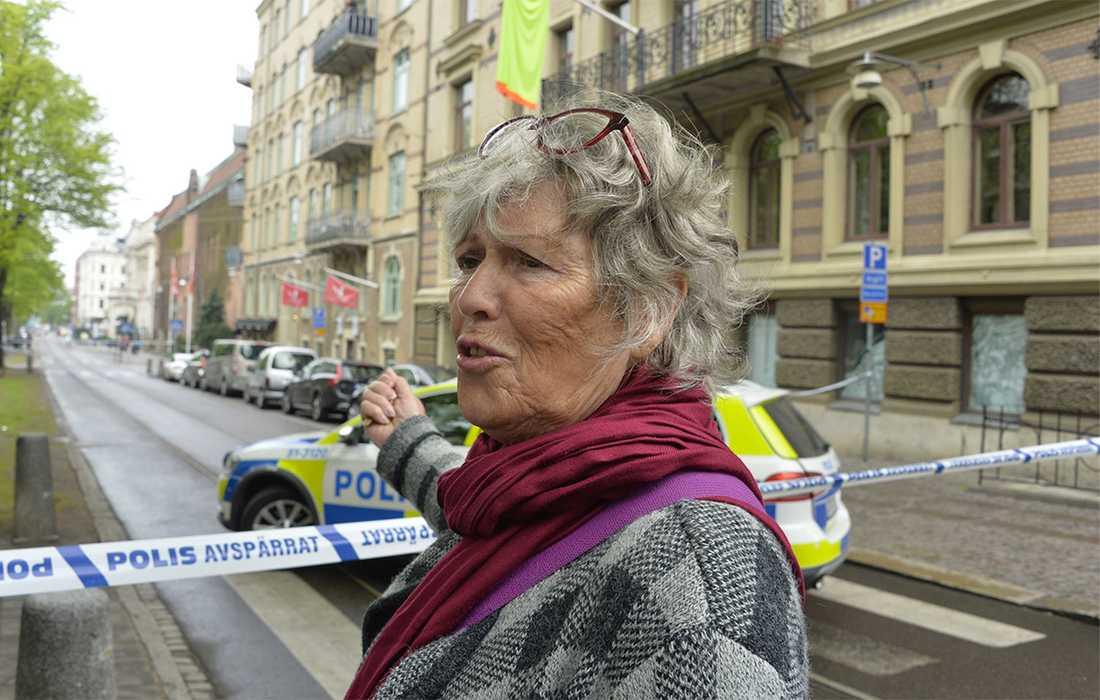 Gerd Böe, 68, hamnade mitt i dramatiken när hennes bil träffades av ett skott.