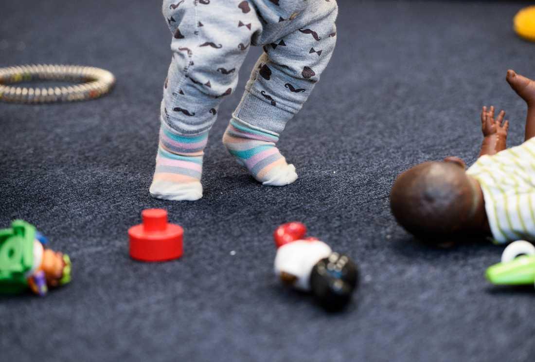 Kemikalieinspektionen har kontrollerat 220 varor på den svenska marknaden, bland annat mjuk plast i leksaker. Arkivbild.