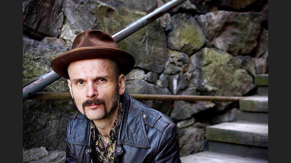 """På """"Dark companion"""" sjunger Lars Bygdén om en förlust som egentligen inte går att sätta ord på."""