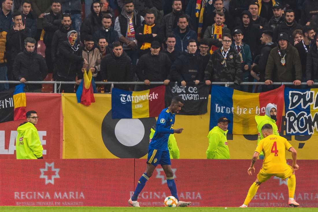 Alexander Isak under matchen i Rumänien.