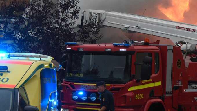 Det brinner kraftigt i en villa i Söderhamn.