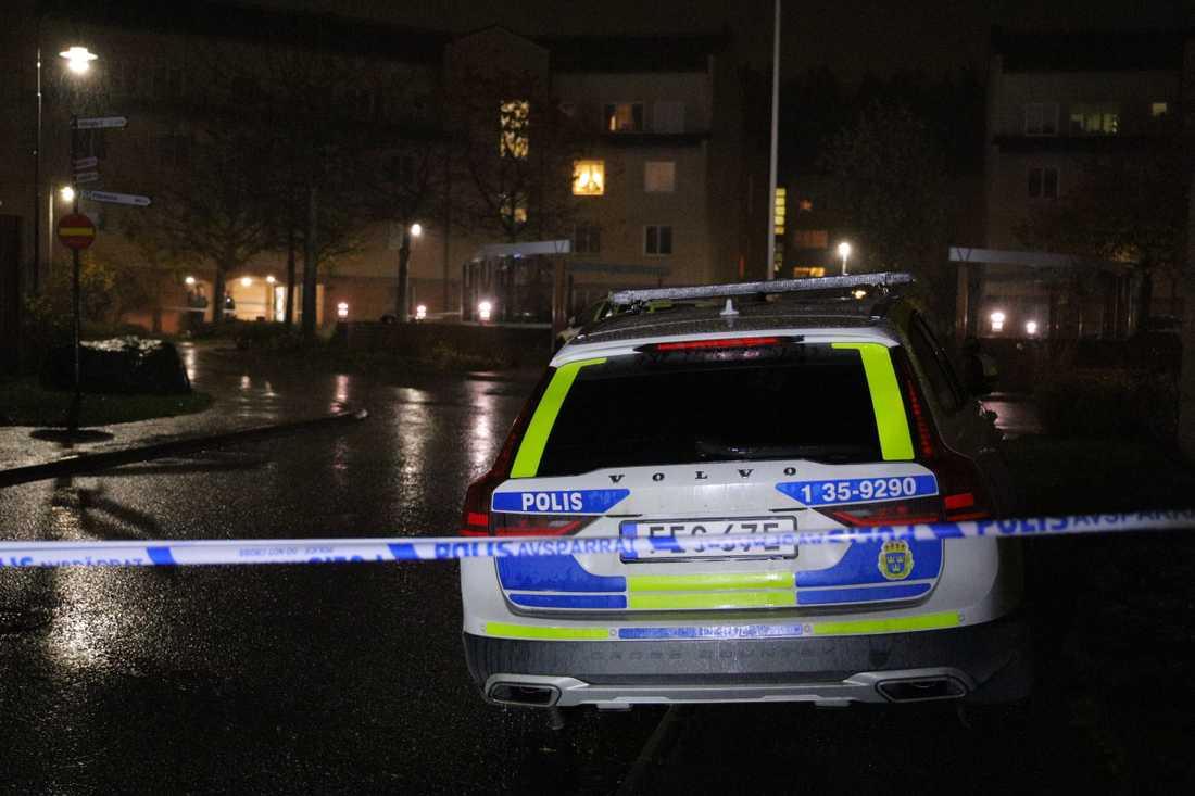 Den man som påträffades skjuten i Beckomberga på måndagskvällen har avlidit.