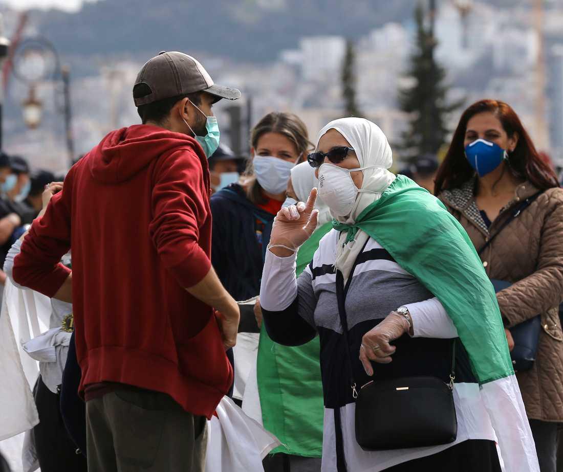 Coronarestriktionerna i Algeriet har dämpat protesterna i landet. På bilden en regeringskritisk protest den 13 mars. Arkivbild.