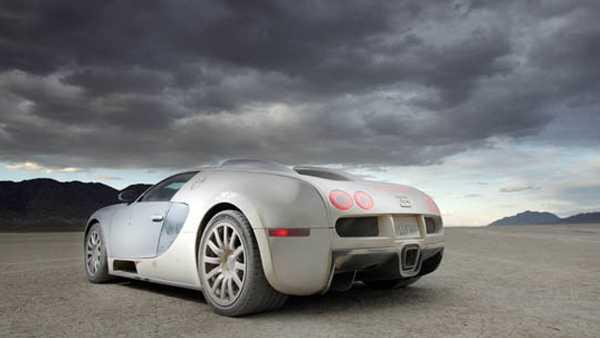 Bugatti Veyron är dyr att köpa – och sedan blir det knappast billigare...