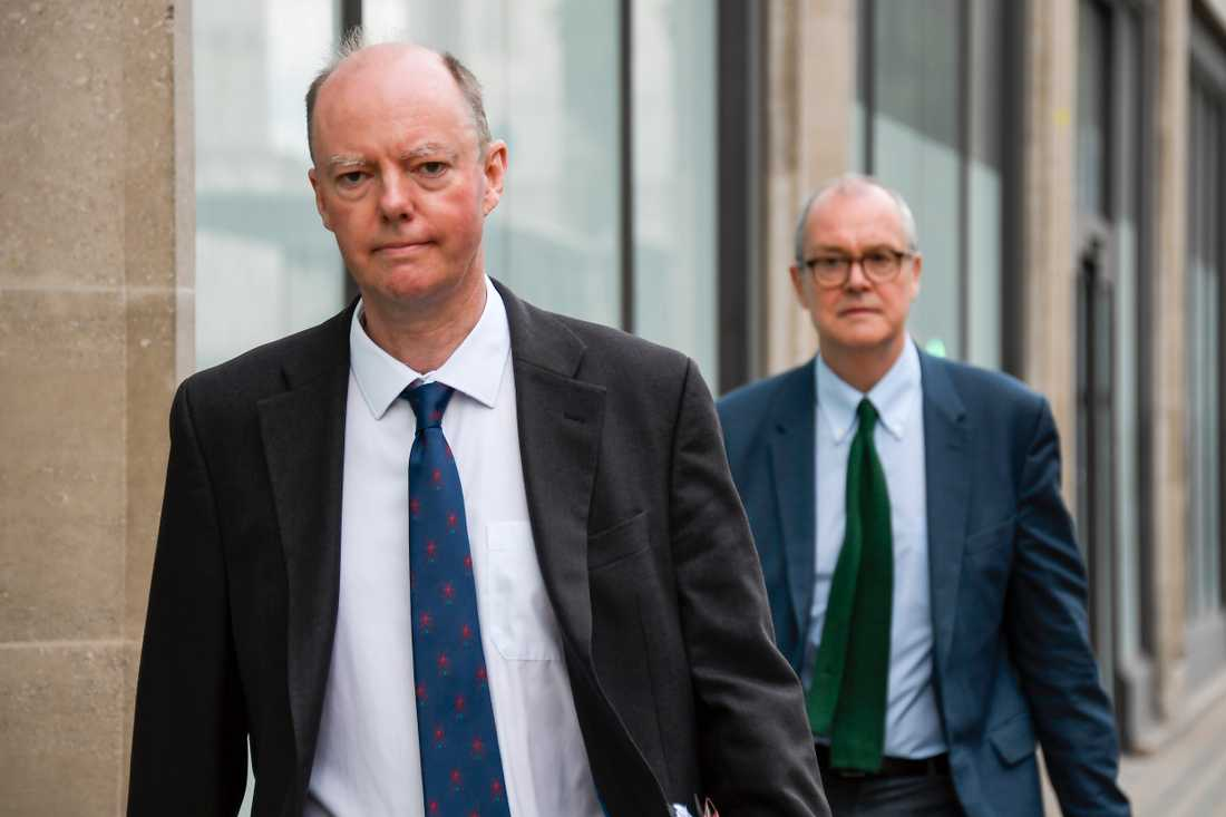 Storbritanniens högste hälsoansvarige, Chris Whitty, till vänster.
