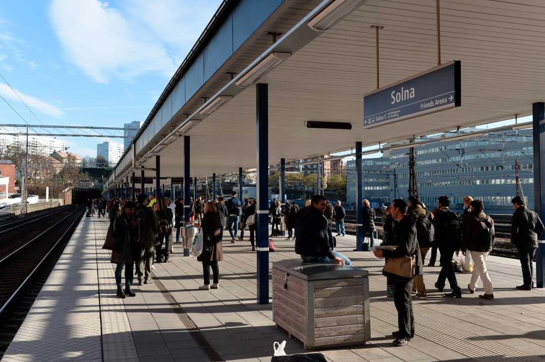 Pendlare vid Solna pendeltågsstation, den tredje största i pendeltågsnätet.