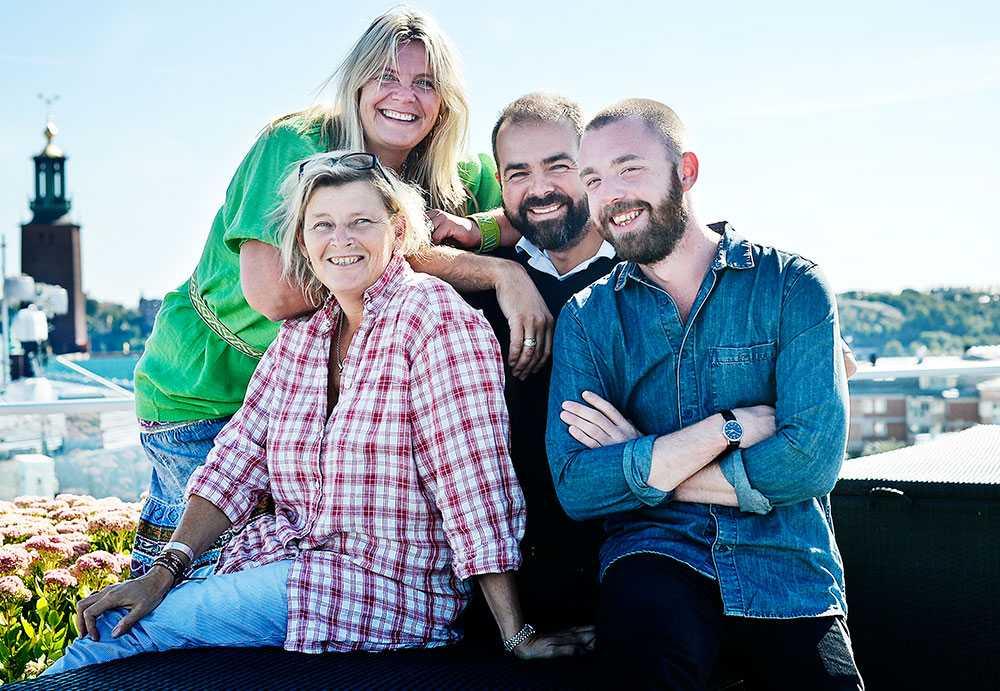 Redaktionen.  Svenska Hjältars redaktion: Liisa Aus (projektchef), Kerstin Nilsson (reporter), Björn Lindahl (fotograf) och Martin Nilsson (reporter).
