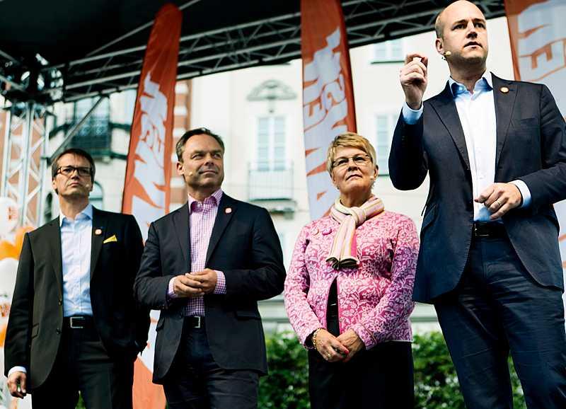 Det är medvind för Fredrik Reinfeldt (M) och alliansen i en ny Skop-undersökning.