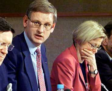 OHELIG ALLIANS 1 Anna Lind slog ut Göran Persson som möjlig parhäst till Carl Bildt och de gjorde gemensam sak för att få utlandssvenskarna att rösta ja till euron. Ett kampanjbrev skickades till 90 000 utlanssvenskar för att få dem att delta i folkomröstningen.