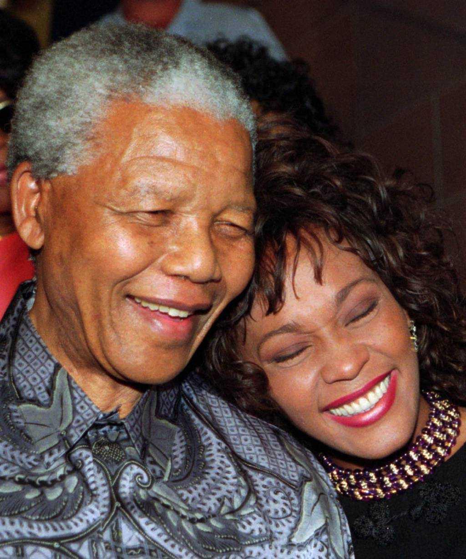 Här tillsammans med Whitney Houston inför en välgörenhetsgala för barn i november 1994.