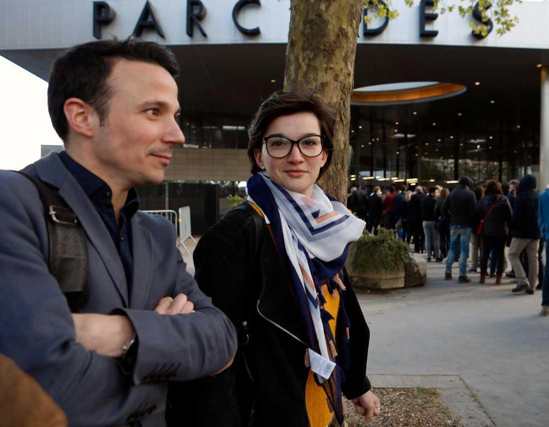 lexis Cartaut, 33 och Laurent Cote, 28, tvekar mellan Mélenchon och Macron