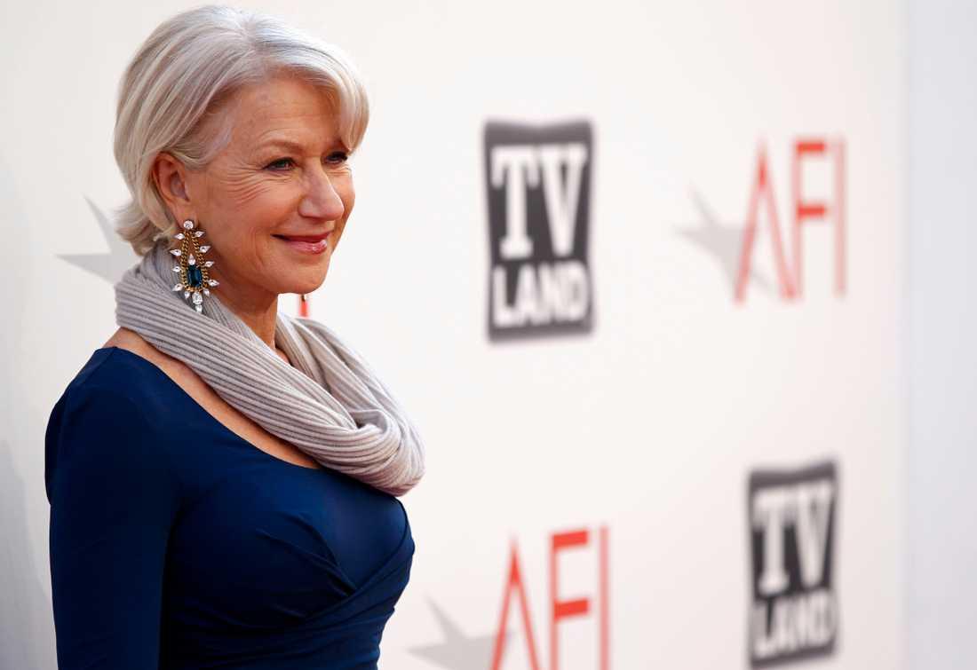 ... MEN HELEN MIRREN ÄR SNYGGAST En annan lite äldre dam, Helen Mirren, 66, har årets snyggaste kändiskropp, enligt en amerikansk undersökning.
