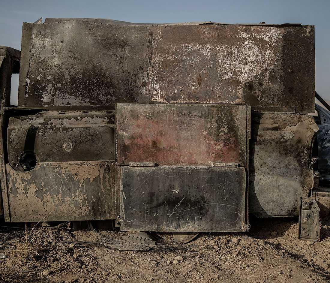 Resterna av en av IS bepansrade självmordsbilar i ett område som kurdiska styrkor tagit kontrollen över.