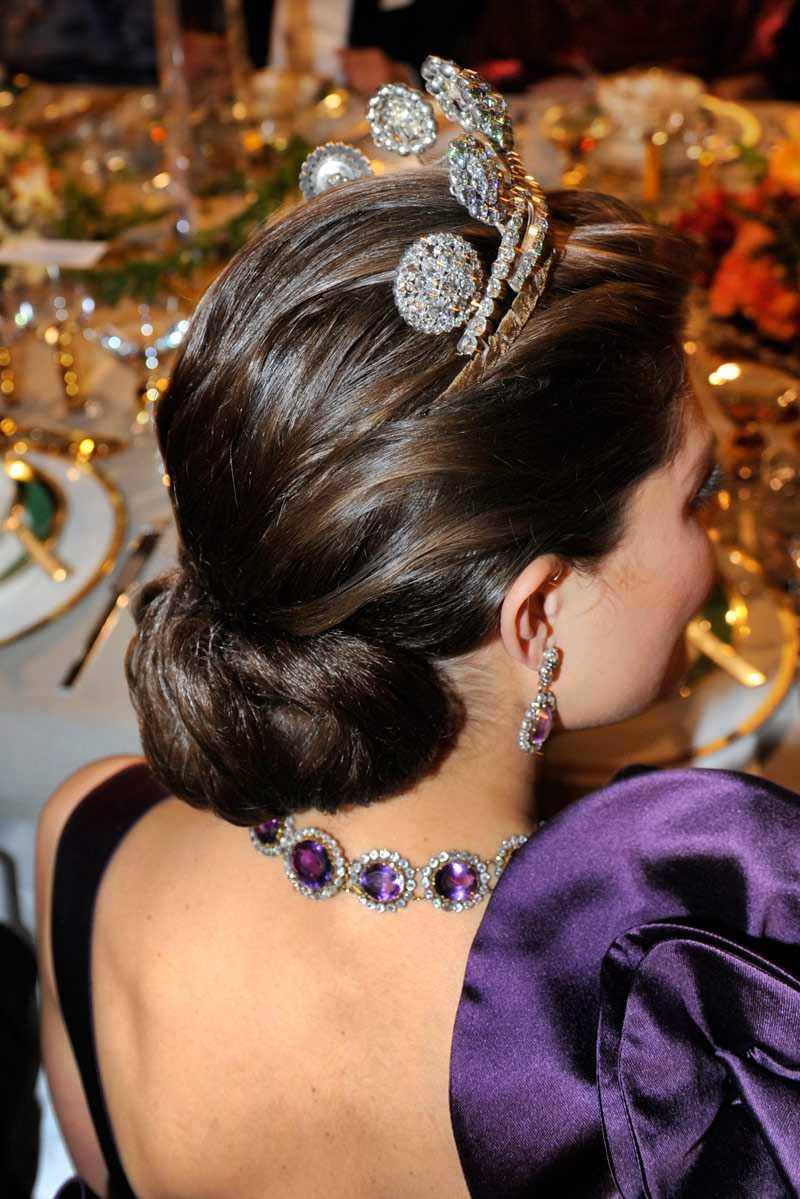 Strålande vacker håruppsättning på prinsessan Victoria.