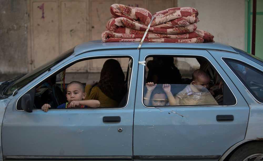 Fredssamtalen ger inga konkreta resultat. Den palestinska delegationen går inte med på ett förlängt eldupphör och på fredagsmorgonen skjuts nya raketer från Gaza mot Israel. Israel besvarar elden och boende i Gaza City flyr åter sina hem. AFP rapporterar att Israel drar sig ur fredssamtalen.