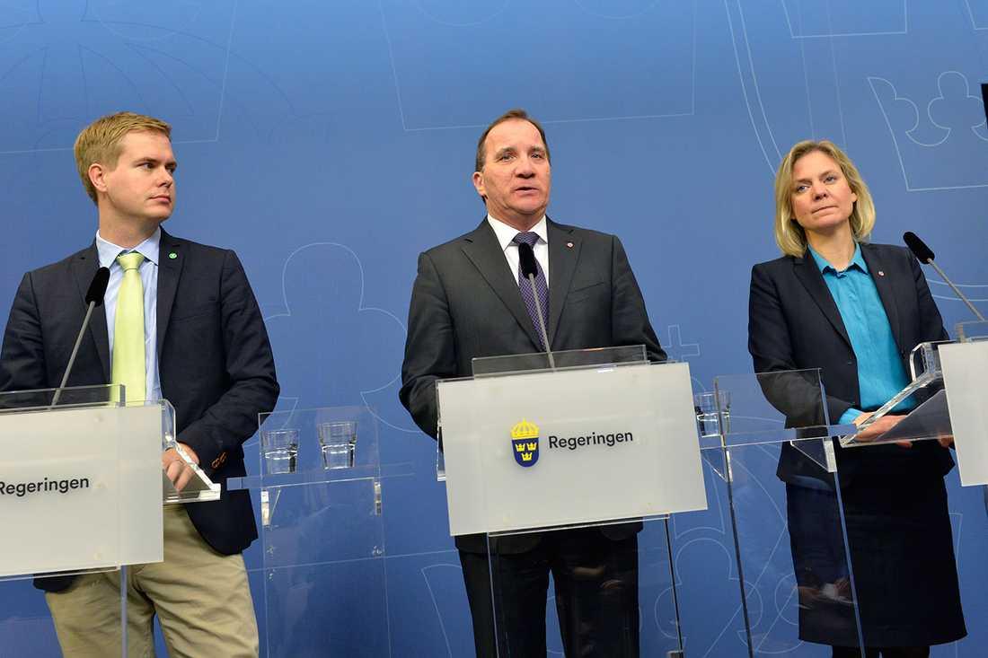 Fridolin, Löfven och Andersson på presskonferensen där de presenterar vårbudgeten.