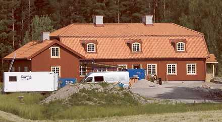 2008 Nu har Göran Persson upptäckt att det är bekvämt om någon kommer och hjälper till att att hålla ordning på Torp. Tillsammans med hustrun Anitra Steen har han beviljats maxavdrag för hushållstjänster.