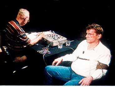 TV-STJÄRNAN Efter uppmärksamheten som dömd och friad för Palmemordet blev Christer Pettersson en mediestjärna som kunde göra pengar på tala ut-jippon i tv. 1994 deltar han i ett lögndetektortest i TV 3. 1998 genomför Trean en låtsasrättegång där Pettersson hotar advokat Leif Silbersky.