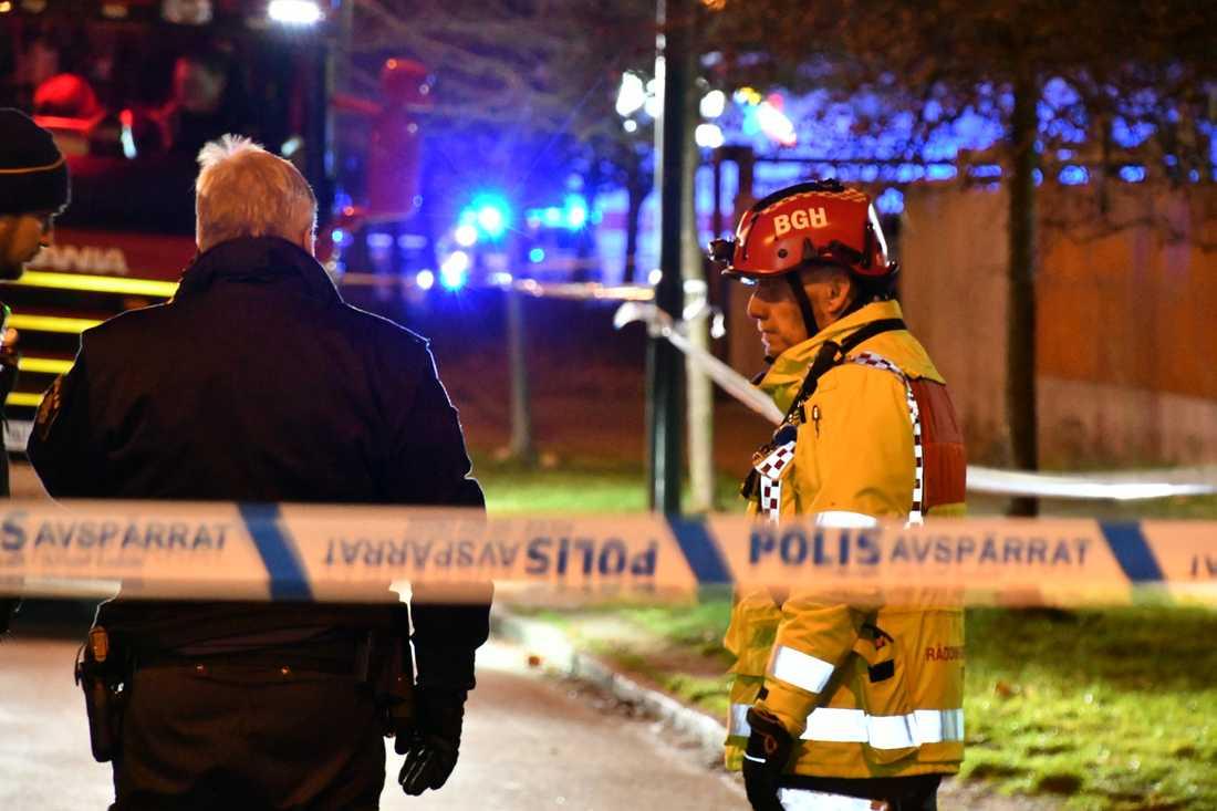 Polis och räddningstjänst på plats i Malmö efter en explosion.