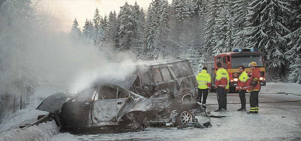 Den mötande bilen hade sommardäck. Efter dödskraschen infördes lagen om krav på vinterdäck vid vinterväglag.