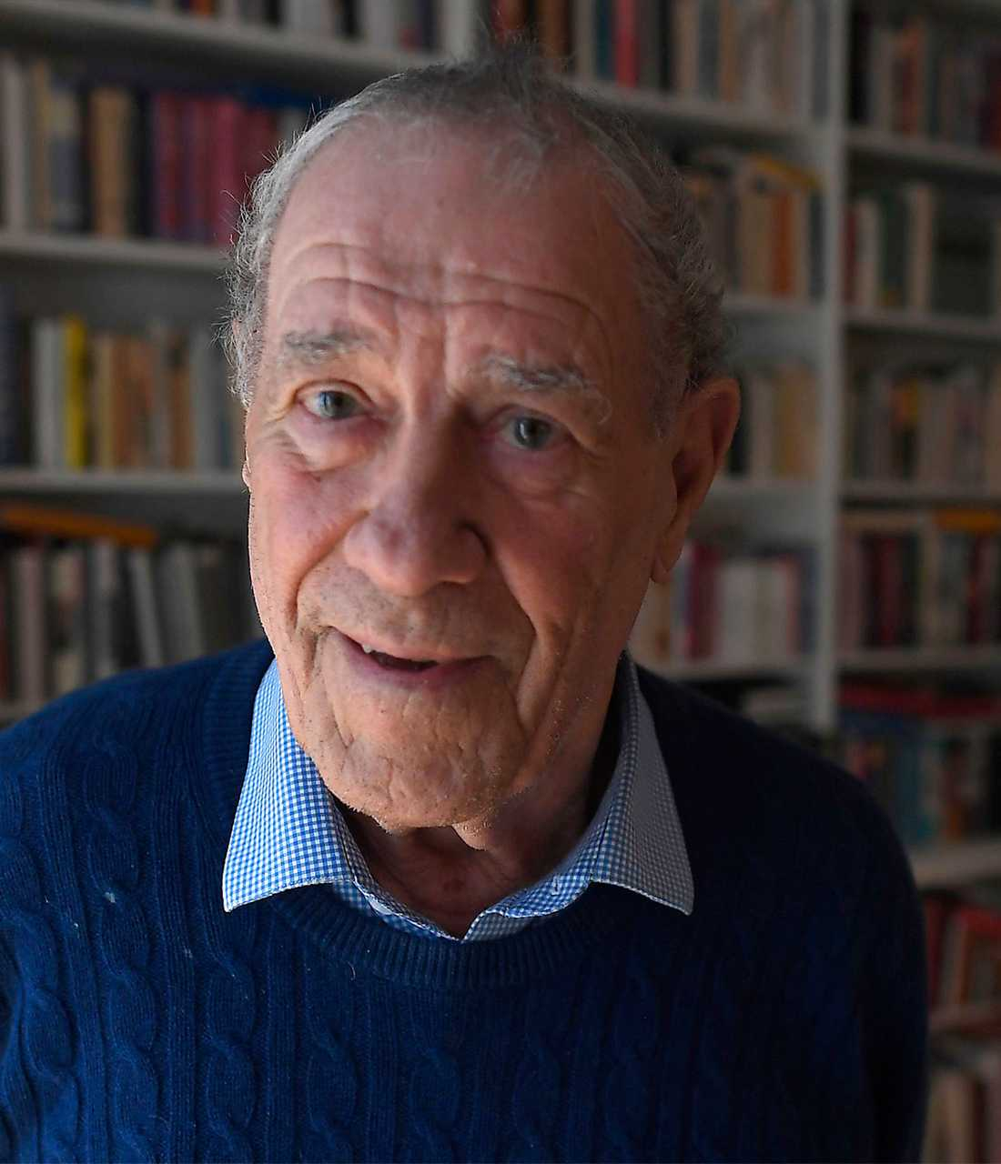 """TAUR PAUS I ÅR. """"Jag är vanligtvis väldigt upptagen i december på grund av Nobelfestligheterna, men de avstår jag ifrån i år. Jag har faktiskt varit på utdelningen och banketten 39 gånger"""" säger Per Wästberg."""