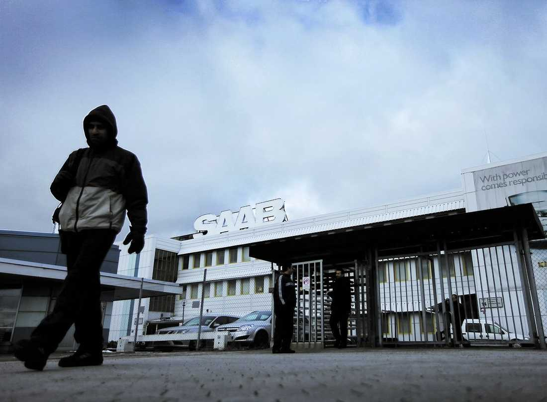 mörk framtid Saab ska rekonstrueras, vilket innebär att företaget för tillfället inte kan gå i konkurs och att lönerna fortsätter att betalas ut.