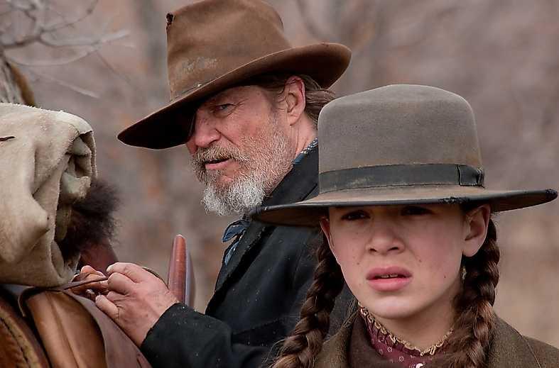 Hailee Steinfeld hyr Jeff Bridges för att ta fast hennes fars mördare.