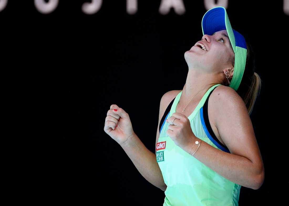 Sofia Kenin jublar efter segern.