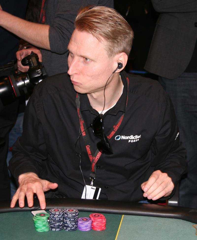 """Musikfreak Peter """"Nalle"""" Hedlund lyssnar mycket på musik under pokerspelets gång."""