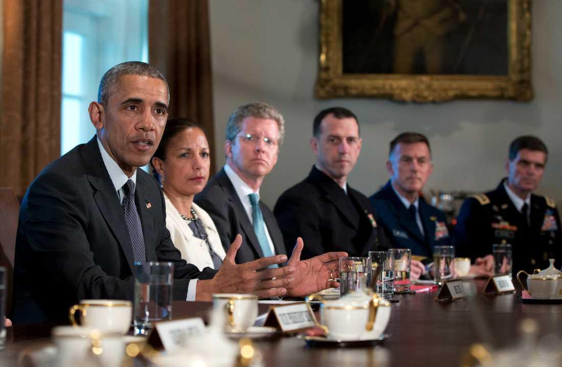 USA:s förre president Barack Obama vid ett möte i Vita huset. Till höger om honom sitter hans nationella säkerhetsrådgivare Susan Rice. Arkivbild.