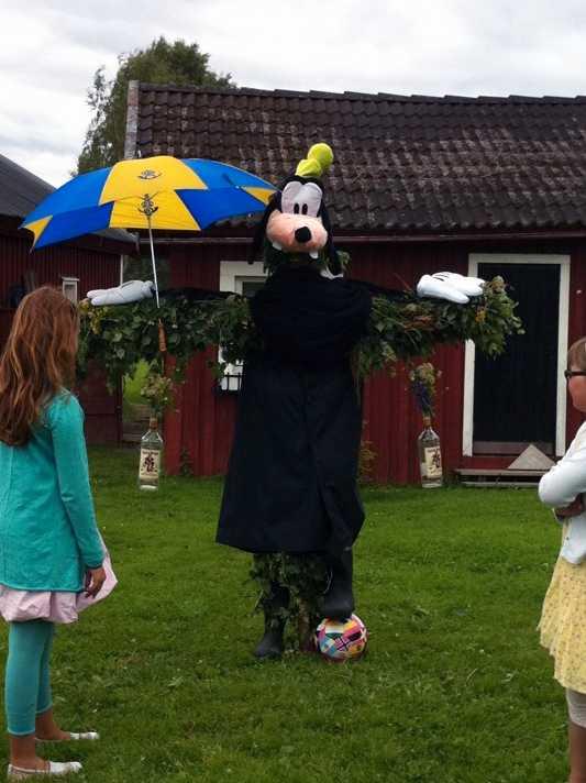 Goofy När Långben firar midsommar i Hedgårdarna i Dalarna, får man vara förberedd på det värsta, skriver en läsare.