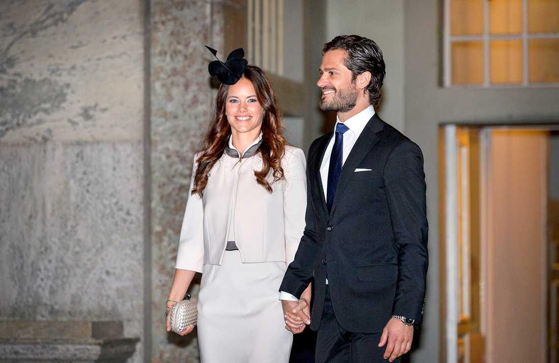 Sofia och prins Carl Philip vid lysningen i Slottskyrkan.
