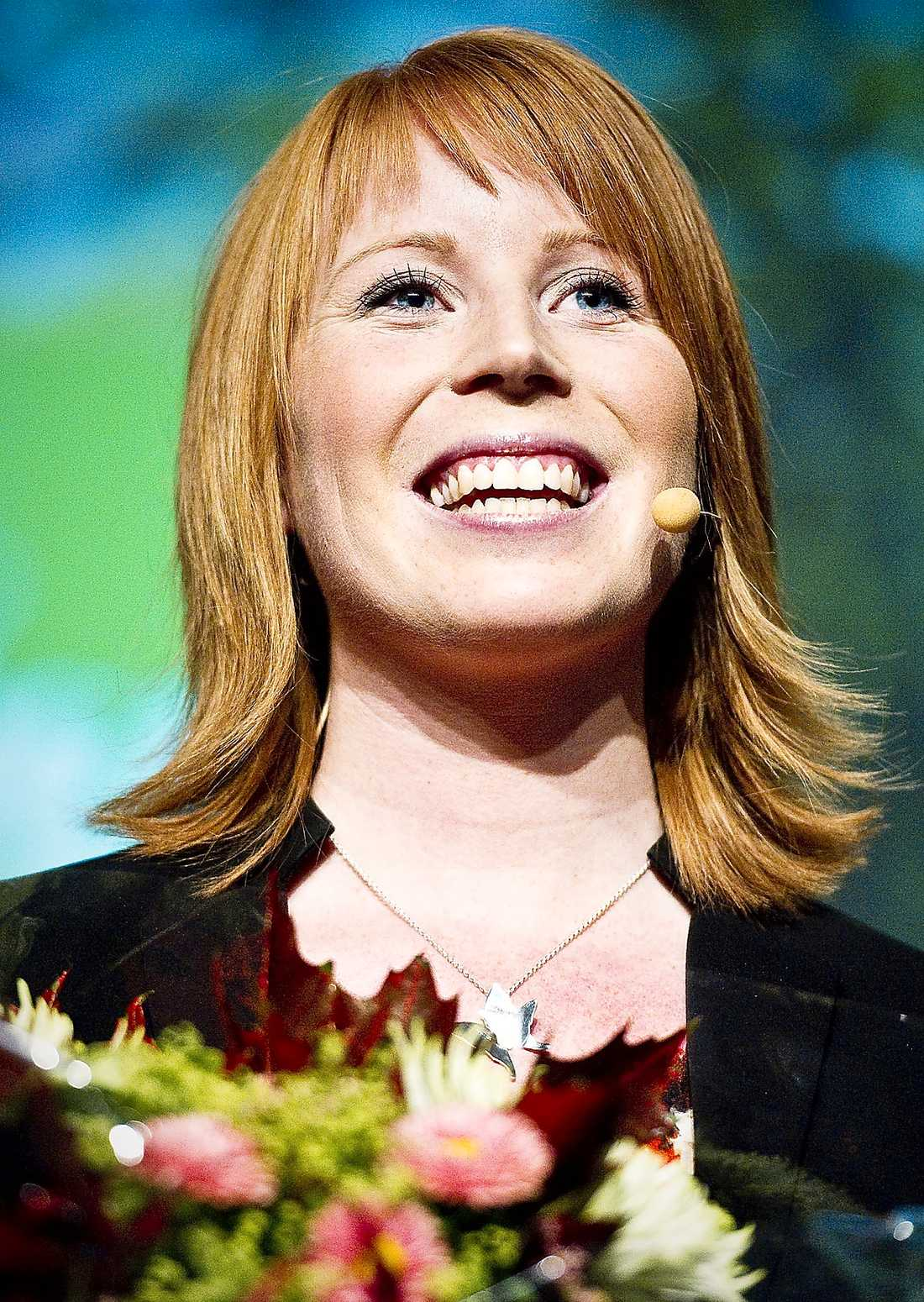 BINGO! Annie Lööf levererade floskel på floskel när hon höll sitt linjetal inför Centerstämman.