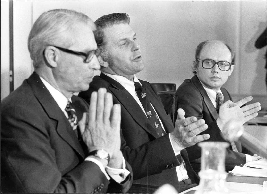 Den nya regeringen efter valet 1976. Gösta Bohman, partiledare (m) och finansminister, Thorbjö rn F älldin, partiledare (c) och Sveriges statsminister samt Per Ahlmark, partiledare (fp) och arbetsmarknadsminister och vice statsminister.
