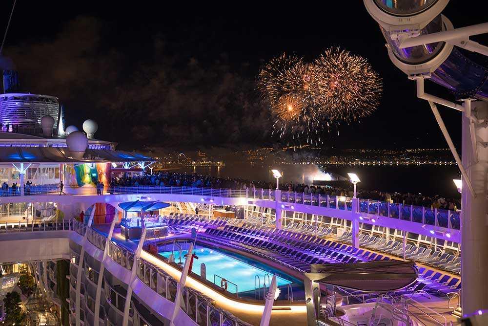Fyrverkerier när Symphony of the Seas lämnade Malaga.