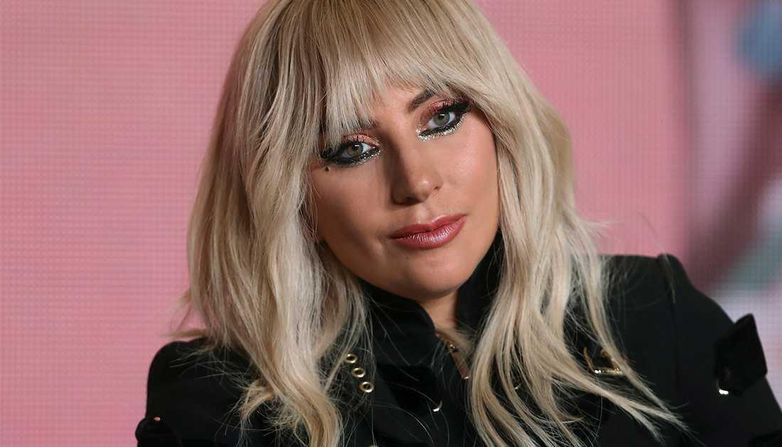 Lady Gaga berättar nu om sina kroniska smärtor i höftleden.