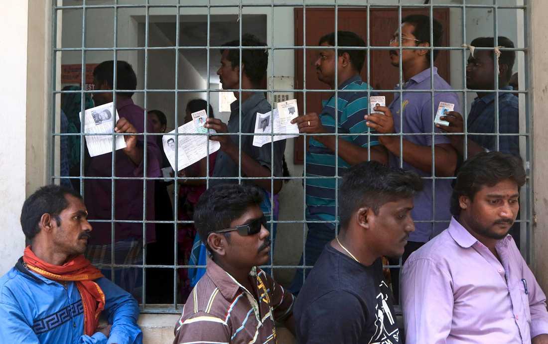 Indier står i kö för att rösta under den andra av sju faser i det jättelika valet, här i Madras för några dagar sedan. Arkivbild.