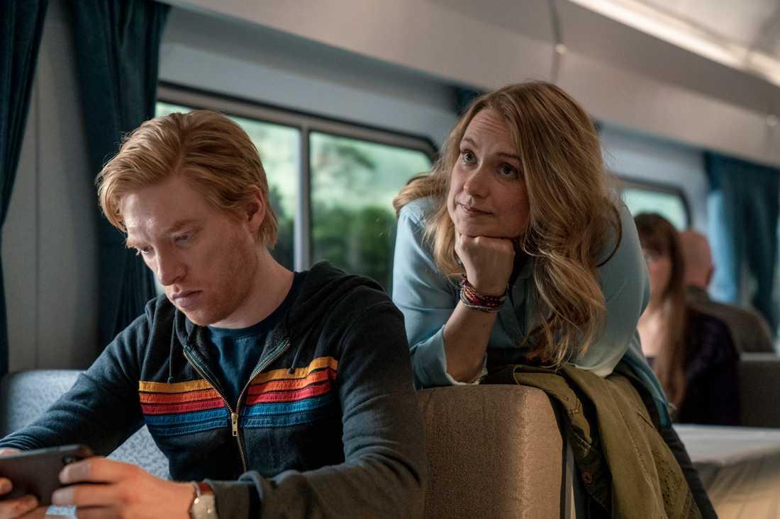 """Domhnall Gleeson och Merritt Wever i HBO-serien """"Run"""". De spelar ett par som för länge sedan slöt en pakt – och nu infriar den. Pressbild."""