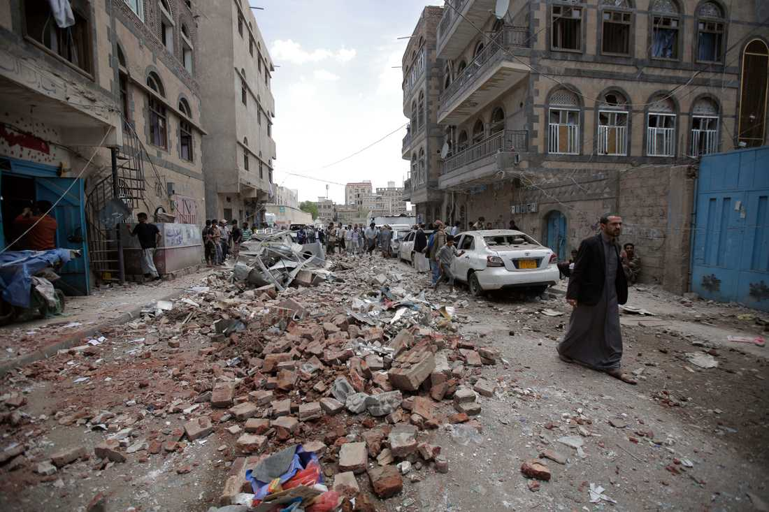 Förödelse i Jemens huvudstad Sanaa den 16 maj efter en av den saudiskledda militäralliansens flygattacker.