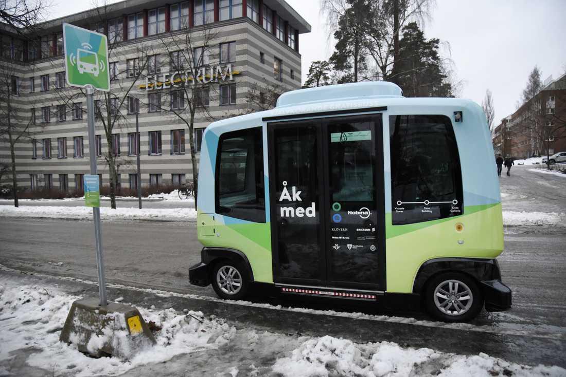 En av de självkörande bussarna i Kista.