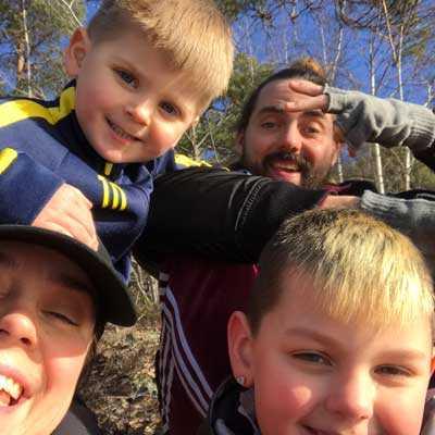 Nisse Edwall med frun Liv och sönerna Jojo, 3,5, och Manne, 9.