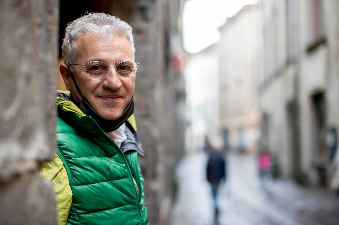 """Restaurangägaren """"Robi"""" Diego Amaddeo på väg till kyrkogården i Bergamo."""