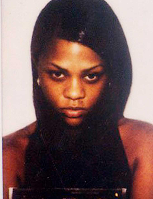 """Juli 1996 åkte rapparen Kimberly """"Lil' Kim"""" Jones, 37, dit för marijuanainnehav efter en razzia hos den i dag avlidne hiphopartisten Notorius B.I.G."""