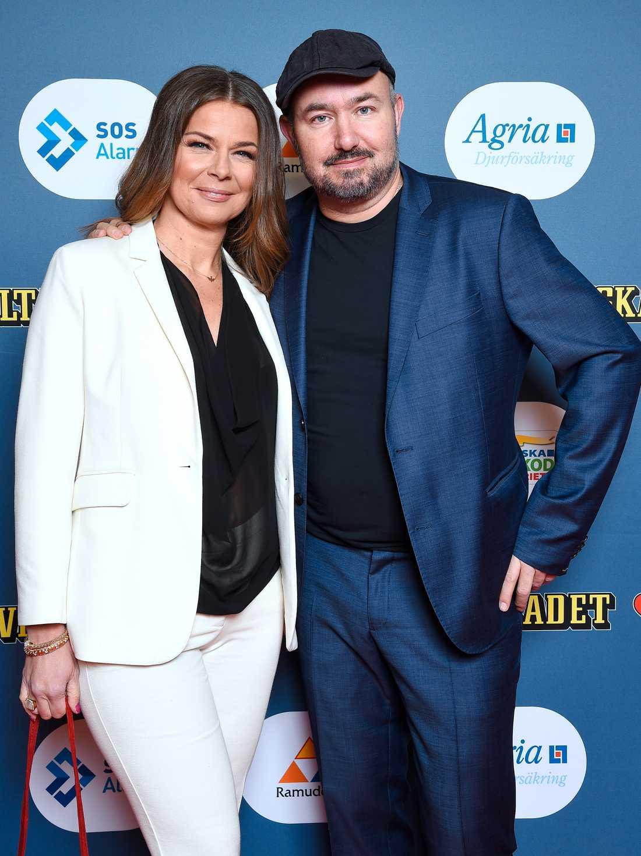 Jurymedlemmen och Glada Hudik-profilen Pär Johansson tillsammans med sin Åsa Elmrot.