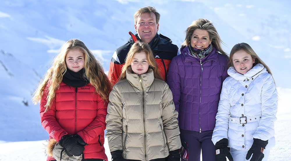 Holländska kungafamiljen. Från vänster: prinsessan Catharina-Amalia, prinsessan Alexia, kung Willem Alexander, drottning Máxima och prinsessan Ariane.
