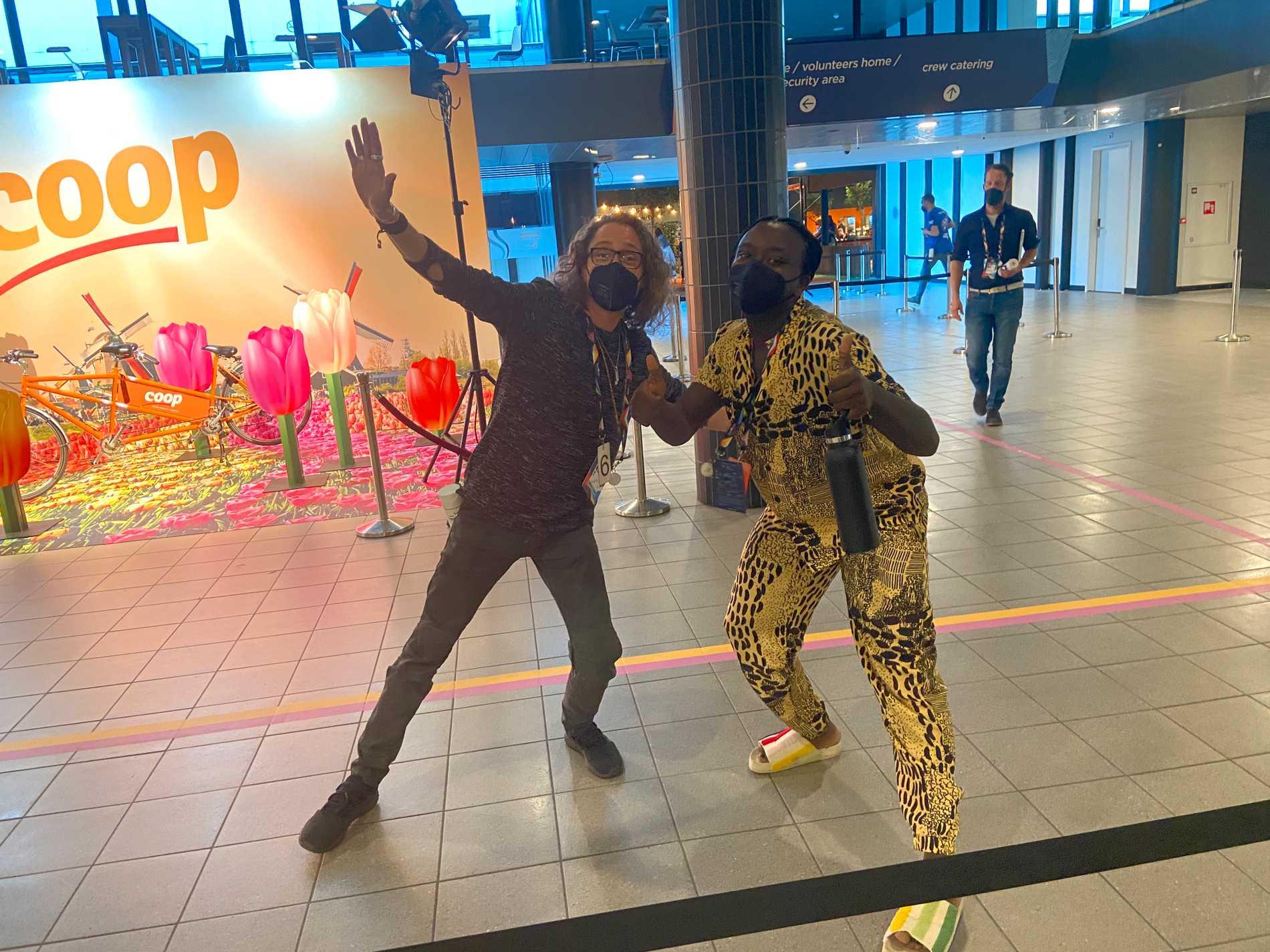 Lars Säfsund tillsammans med Tusse Chiza inför semifinalen i Eurovision song contest