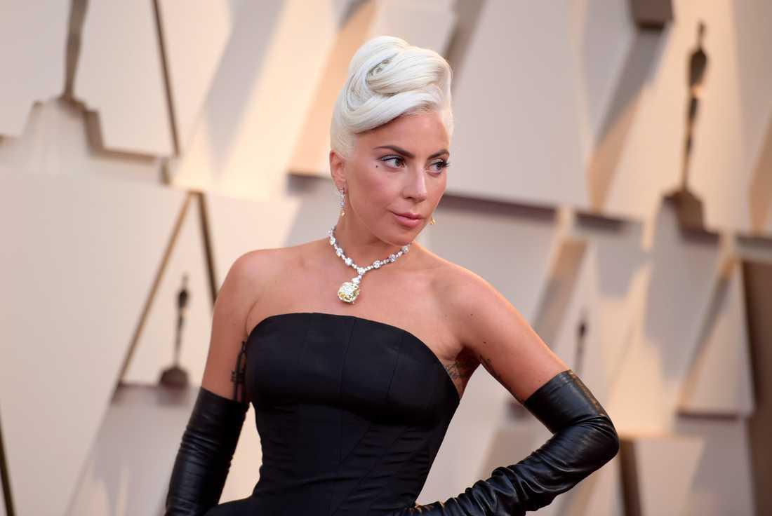 Artisten Lady Gaga bar den gula Tiffanydiamanten på förra årets Oscargala.