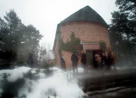 Bara de närmaste Ett trettiotal personer följde forne spionen Stig Wennerström till den sista vilan.